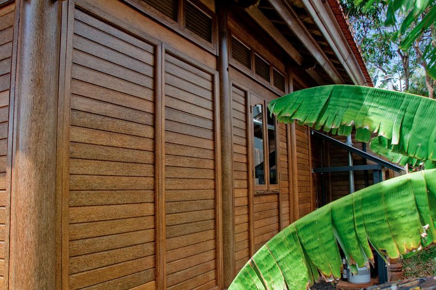 Paia Ohana Eco Home Outside Walls