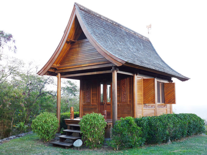 Kaupo Ohana Cottage Wooden Eco Home Outside Front View